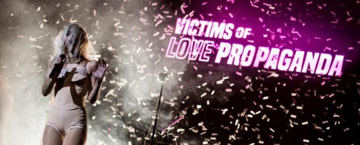 Descartes a Kant presenta: Victims Of Love Propaganda en el Teatro de la Ciudad Esperanza Iris