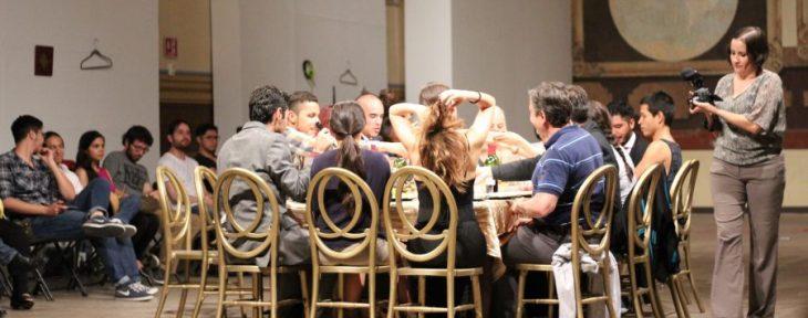 La cena (El tambor noteatro) promete una velada fantástica y reflexiva